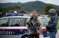 Австрийский браконьер застрелил трех человек и взял заложника