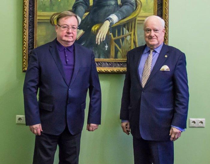 Слева-направо: Сергей Степашин и Майкл Уинн-Паркер