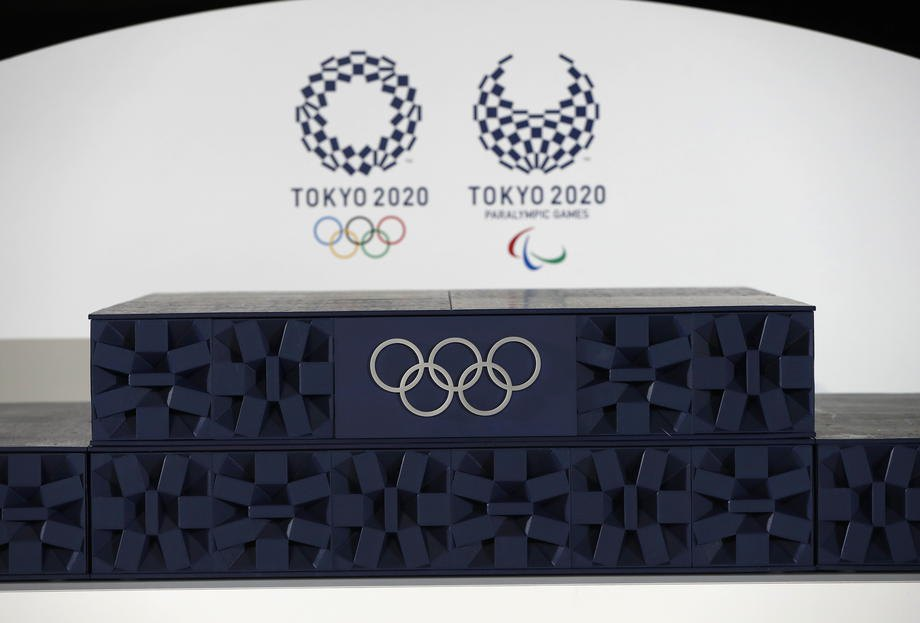 Подіум для церемоній нагородження демонструють під час відкриття Олімпійських ігор на арені Ariake в Токіо, 3 червня 2021 року.