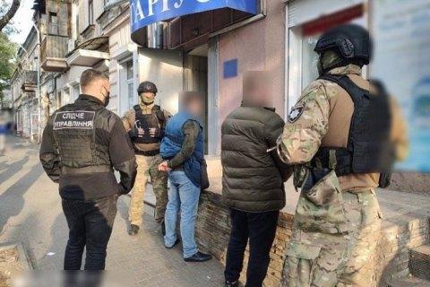 Двоє шахраїв намагалися привласнити будівлю ДФС в Одесі