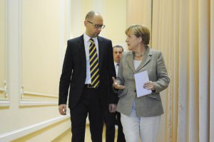 Меркель позвала Яценюка в Берлин
