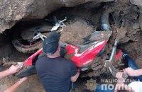 На Житомирщині чоловік украв мотоцикл і закопав його на своєму подвір'ї