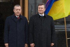 Турция отзывает посла в Париже, а Януковича оставили голодным
