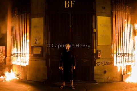 Російському художникові Павленському висунули обвинувачення в підпалі Банку Франції