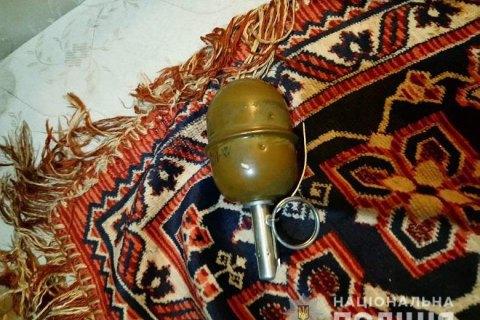 У квартирі наркоторговця в Києві виявили бойову гранату