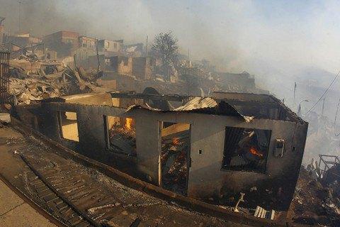 """Влада Чилі оголосила """"червоний"""" рівень небезпеки через пожежі"""