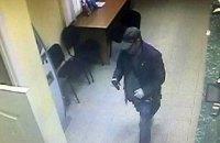 Озброєний чоловік на 285 гривень пограбував банк у центрі Києва
