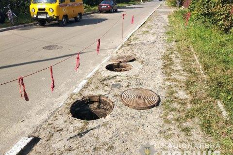 В Ровенской области трое подростков получили ожоги из-за брошенной в канализационный люк петарды