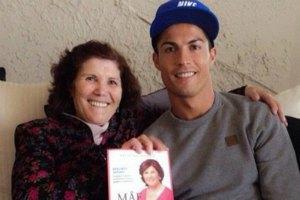 Матір Роналду затримали в аеропорту Мадрида з незадекларованими грошима
