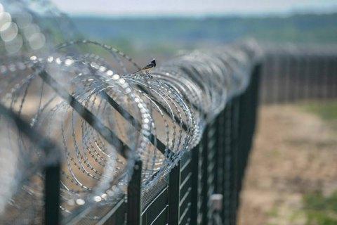 Венгрия отгородилась от Хорватии колючей проволокой