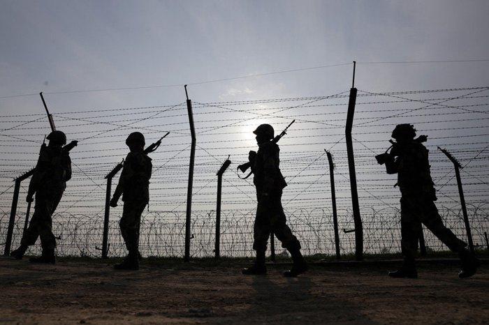 Патруль границы между Индией и Пакистаном, возле Амритсара, Индия, 28 февраля 2019.