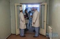 У Кам'янському група людей напала на лікаря в лікарні