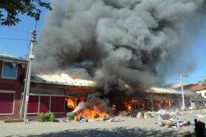 В Мукачево 5 часов тушили пожар на рынке