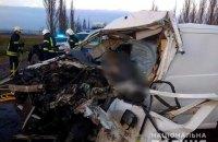 На Миколаївщині у ДТП загинув водій мікроавтобусу, який віз померлих від COVID-19