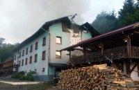 На Закарпатті сталася велика пожежа в готелі, де відпочивали 77 дітей
