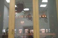 Полиция задержала мужчину, разбившего окно в здании КГГА