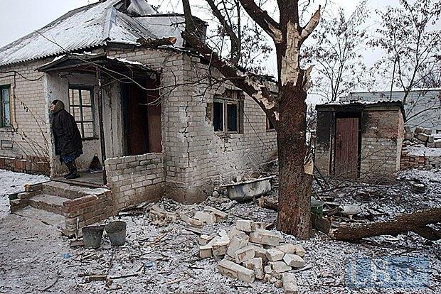 Зруйнований дім в зоні АТО