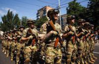 """У Маріуполі пройшов парад з нагоди річниці визволення міста від """"ДНР"""""""