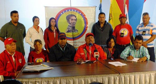 Боливара (círculos bolivarianos) во время пресс-конференции в координационном центре в Каракасе