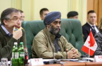 Министр обороны Канады Саджан во вторник посетит Украину