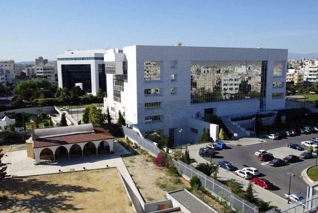 На фото - центральный банк Кипра