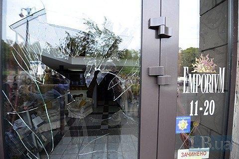 Поліція розслідує заворушення біля магазину, на якому стерли майданівські графіті