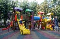В Киеве запретили пользоваться детскими площадками