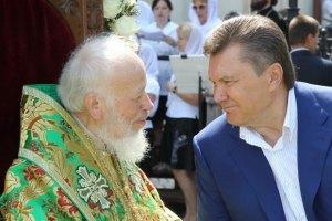 Янукович постоянно держит связь с митрополитом Владимиром