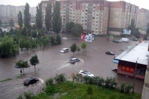 Луцьк затопила сильна злива