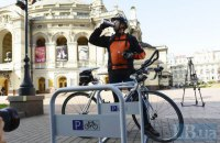 В Киеве возле шести станций метро установят перехватывающие велопарковки