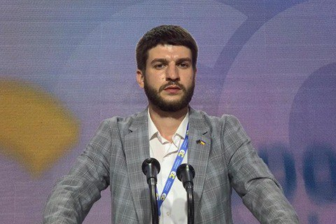 У активіста молодіжної організації партії Порошенка влаштували обшук через відео з Зеленським і КамАЗом
