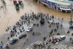 В Турции наводнение заблокировало украинских водителей