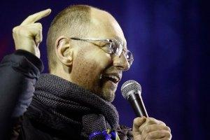 Яценюк считает, что Майдан должен простоять до президентских выборов