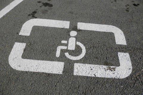 Рада усилила ответственность запарковку наместах для инвалидов