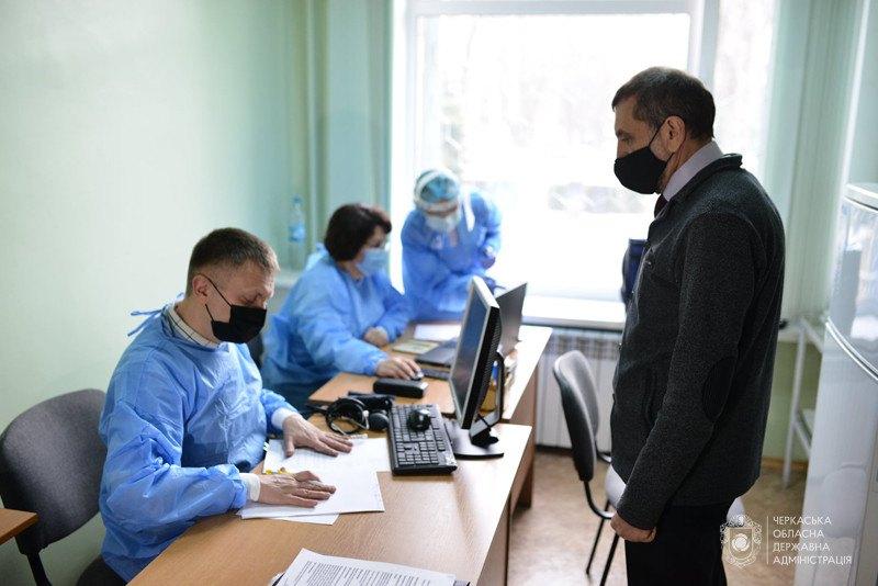 У Черкаській області почали вакцинувати освітян з 15 квітня 2021.