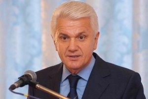 Литвин хочет запретить приносить в Раду шарики и дымовые шашки