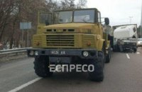 Військова вантажівка потрапила в ДТП на виїзді з Києва