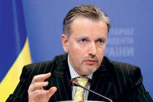У Януковича надеются упростить визовый режим с ЕС к маю