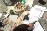 Под Киевом задержали коммунальщиков, требовавших откаты за поставку детского питания