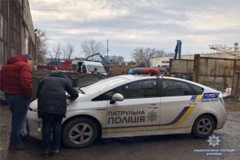 В Киеве в мусорном баке на территории завода нашли тело младенца