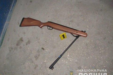 В Кривом Роге для задержания пьяного дебошира с винтовкой полицейский применил оружие