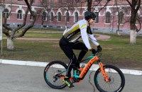 Кличко приїхав голосувати на велосипеді
