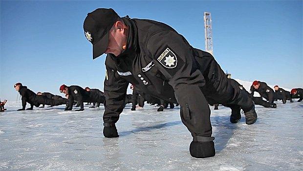 Нацполиция приобщилась к всеукраинскому флешмобу 22 Push up Challenge в поддержку ветеранов АТО с посттравматическим расстройством.