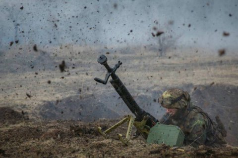 """З ранку суботи окупанти 5 разів порушили """"тишу"""", поранено українського військового"""