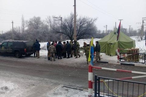 """Полиция задержала 37 человек за нападение на """"редут"""" участников блокады на Донбассе"""