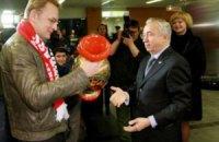 Мер Садовий та львівські студенти приїхали на хокей у Донецьк