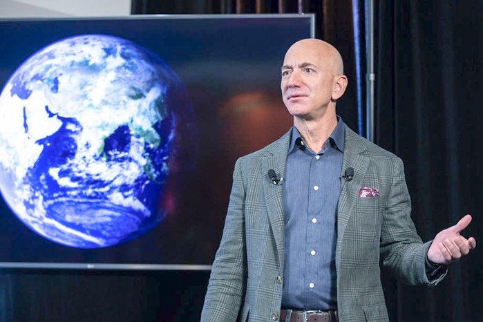 Джефф Безос во время презентации экологической инициативы Amazon «Климатические обязательства» в Вашингтоне, 19 сентября 2019 .