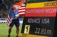 На чемпіонаті світу з легкої атлетики першу трійку в штовханні ядра розділив 1 см