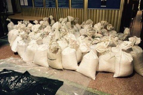 """Держкомпанія """"Укрбурштин"""" заявила права на вилучені тонни бурштину"""
