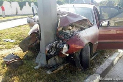 У Харкові автомобіль врізався у стовп, загинули три людини